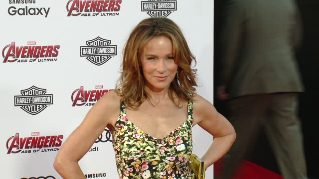 "vídeos de stock e filmes b-roll de jennifer grey at the world premiere of marvel's ""avengers: age of ultron"" at dolby theatre on april 13, 2015 in hollywood, california. - the dolby theatre"