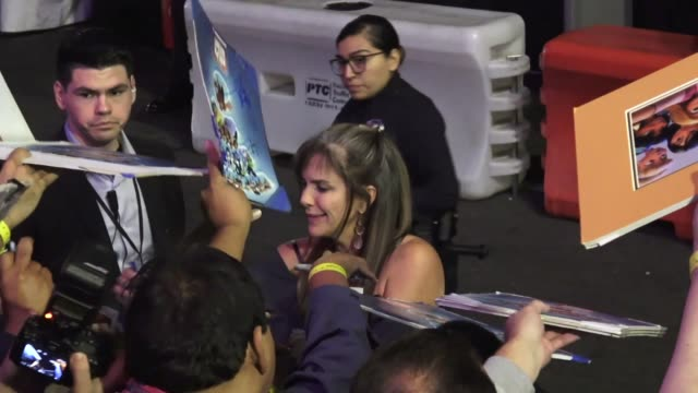 jennifer hale greets fans outside the ralph breaks the internet premiere at el capitan theatre in hollywood in celebrity sightings in los angeles, - el capitan theatre stock videos & royalty-free footage