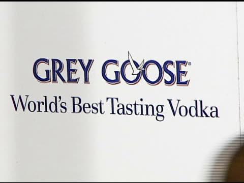 jennifer hudson at the grey goose vodka unveiling of its new customized rolls-royce phantom on january 11, 2007. - ロールスロイスシルバーファントム点の映像素材/bロール