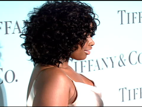 jennifer hudson at the tiffany & co - launch of the 2008 blue book collection at the american museum of natural history in new york, new york on... - ジェニファー・ハドソン点の映像素材/bロール