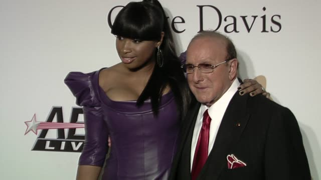 jennifer hudson, clive davis at the the recording academy & clive davis present the 2010 pre-grammy gala at beverly hills ca. - ジェニファー・ハドソン点の映像素材/bロール