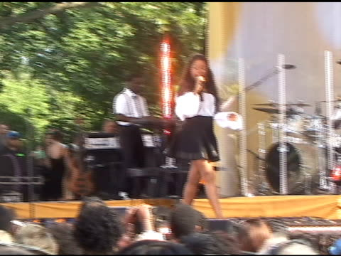 Jennifer Hudson wows the crowd as she performs on 'Good Morning America' in New York 06/10/11