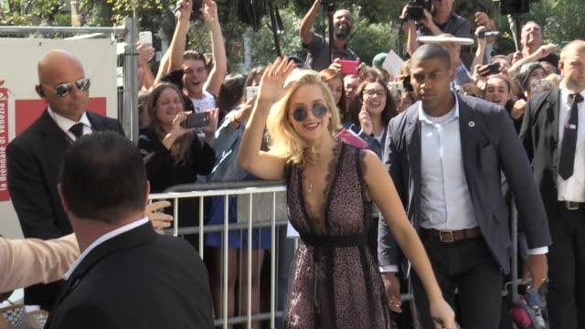 jennifer lawrence arriving at mother press conference at 2017 venice film festival venice, italy 5th september 2017 - 第74回ベネチア国際映画祭点の映像素材/bロール