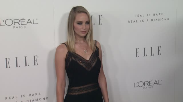 jennifer lawrence at the 24th annual elle women in hollywood awards on october 16 2017 in los angeles california - auszeichnung stock-videos und b-roll-filmmaterial
