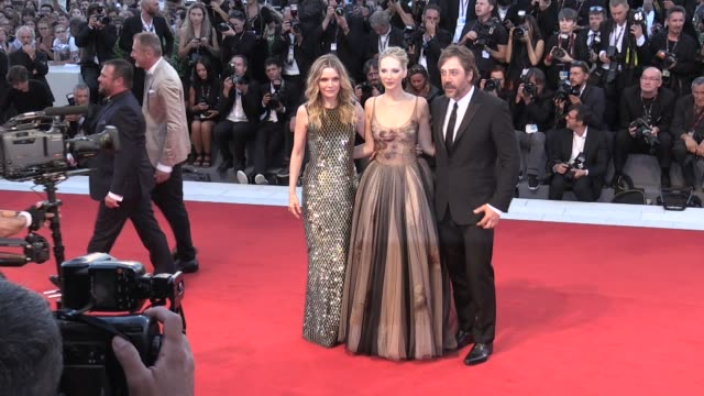 jennifer lawrence javier bardem michelle pfeiffer darren aronofsky and more on the red carpet of mother at 2017 venice film festival venice italy 5th... - javier bardem stock-videos und b-roll-filmmaterial