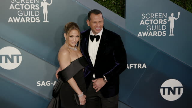 vidéos et rushes de jennifer lopez, alex rodriguez at the shrine auditorium on january 19, 2020 in los angeles, california. - award