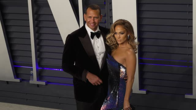 stockvideo's en b-roll-footage met jennifer lopez and alex rodriguez at 2019 vanity fair oscar party hosted by radhika jones at wallis annenberg center for the performing arts on... - jennifer lopez