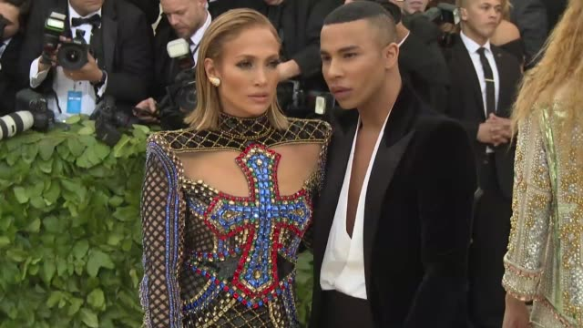 jennifer lopez and alex rodriguez at heavenly bodies fashion the catholic imagination costume institute gala at the metropolitan museum of art on may... - ジェニファー・ロペス点の映像素材/bロール