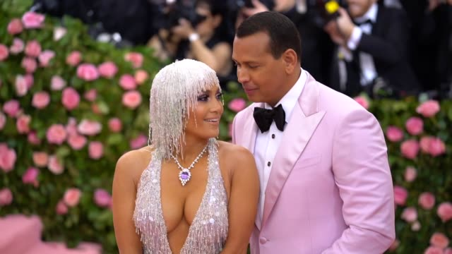 jennifer lopez and alex rodriguez at the 2019 met gala celebrating camp notes on fashion arrivals at metropolitan museum of art on may 06 2019 in new... - ジェニファー・ロペス点の映像素材/bロール