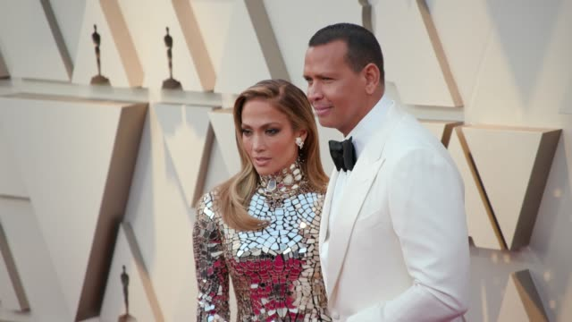 jennifer lopez and alex rodriguez at ther 91st academy awards arrivals at dolby theatre on february 24 2019 in hollywood california - ジェニファー・ロペス点の映像素材/bロール