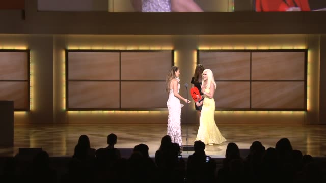 stockvideo's en b-roll-footage met jennifer lopez and donatella versace at the glamour magazine's 21st annual women of the year awards at new york ny - versace modelabel