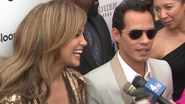 vídeos de stock e filmes b-roll de jennifer lopez and marc anthony on being honored as an exemplary couple and the pressure it puts on them at the 2010 apollo theater benefit concert... - benefit concert