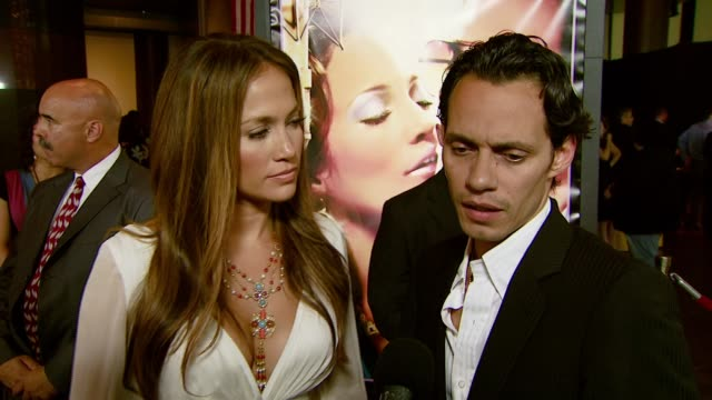 vídeos de stock, filmes e b-roll de jennifer lopez and marc anthony on the audience appeal of this film and the experience of working together at the 'el cantante' los angeles premiere... - director's guild of america