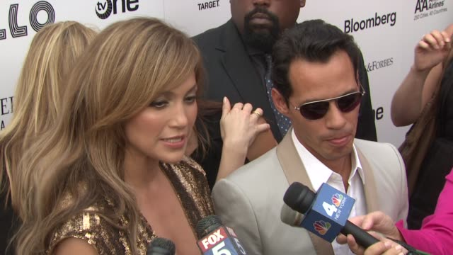vídeos de stock e filmes b-roll de jennifer lopez and marc anthony on their thoughts as artists on michael jackson at the 2010 apollo theater benefit concert awards ceremony arrivals... - benefit concert