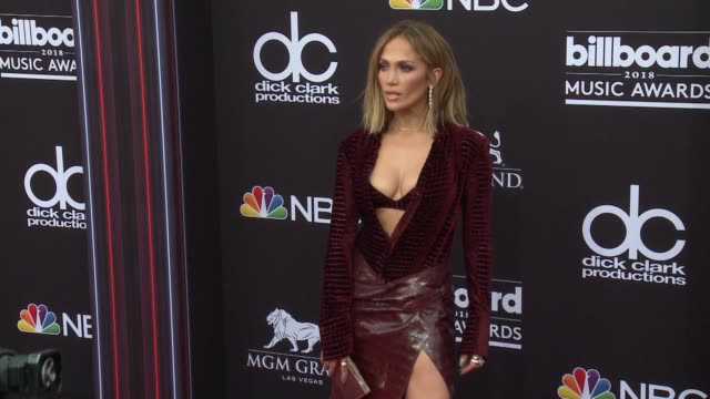 vidéos et rushes de jennifer lopez at the 2018 billboard music awards arrivals on may 20 2018 in las vegas nevada - billboard music awards