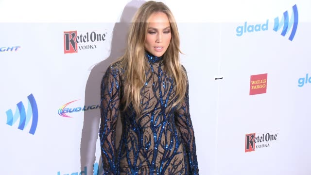 vidéos et rushes de jennifer lopez at the 25th annual glaad media awards at the beverly hilton hotel on april 12, 2014 in beverly hills, california. - tapis rouge