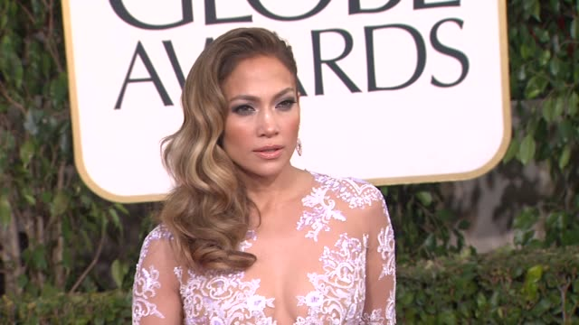 jennifer lopez at the 70th annual golden globe awards arrivals in beverly hills ca on 1/13/13 - ジェニファー・ロペス点の映像素材/bロール