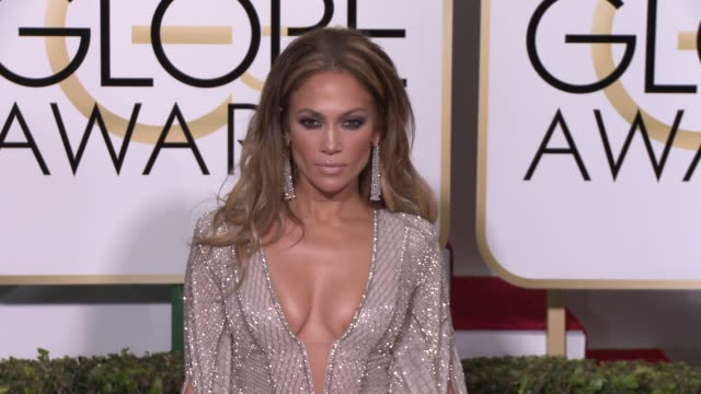 vídeos y material grabado en eventos de stock de jennifer lopez at the 72nd annual golden globe awards - arrivals at the beverly hilton hotel on january 11, 2015 in beverly hills, california. - 2015