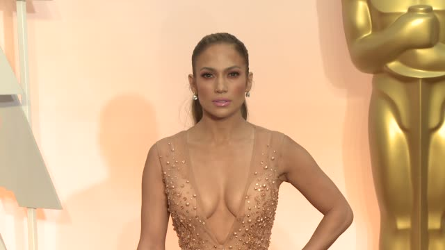 jennifer lopez at the 87th annual academy awards - arrivals at dolby theatre on february 22, 2015 in hollywood, california. - academy awards stock-videos und b-roll-filmmaterial