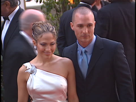 jennifer lopez at the golden globes 2001 at beverly hilton hotel beverly hills in beverly hills ca - the beverly hilton hotel stock-videos und b-roll-filmmaterial