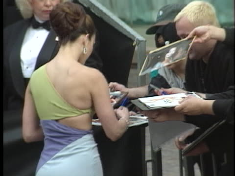 stockvideo's en b-roll-footage met jennifer lopez at the golden globes 98 at beverly hilton hotel beverly hills in beverly hills ca - 1998