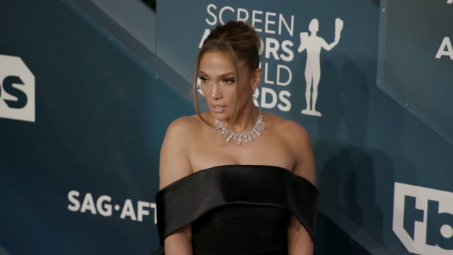 stockvideo's en b-roll-footage met slomo jennifer lopez at the shrine auditorium on january 19 2020 in los angeles california - screen actors guild