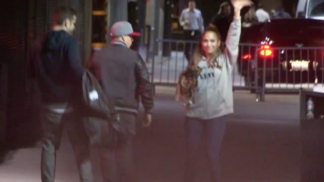 stockvideo's en b-roll-footage met jennifer lopez casper smart departs hollywood 01/17/13 - jennifer lopez