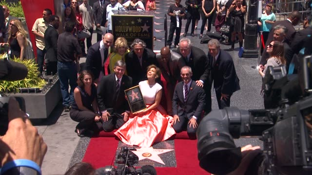 jennifer lopez jane fonda keenan ivory wayans pitbull and gregory nava at jennifer lopez honored with star on the hollywood walk of fame jennifer... - ウォークオブフェーム点の映像素材/bロール