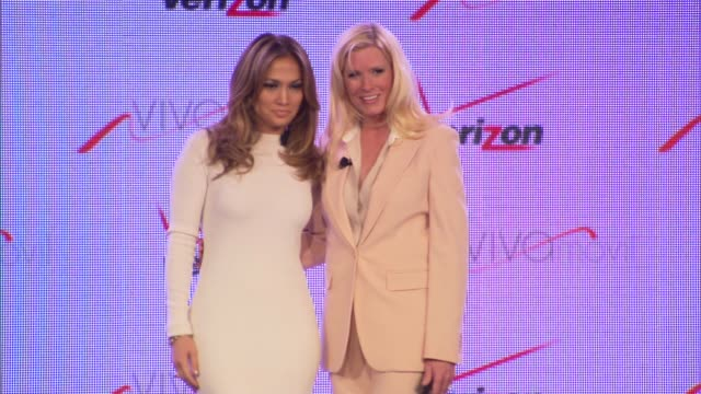 jennifer lopez marni walden at verizon wireless press conference announcing viva movil by jennifer lopez on 5/22/13 in las vegas nv - 輪っかのイヤリング点の映像素材/bロール