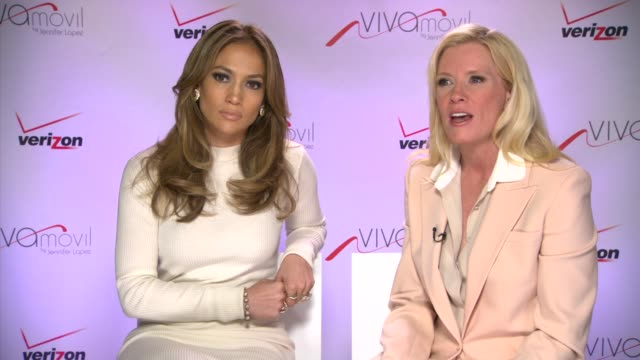 interview jennifer lopez marni walden on broading the experience at verizon wireless press conference announcing viva movil by jennifer lopez on... - 輪っかのイヤリング点の映像素材/bロール