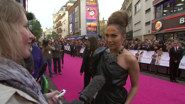 stockvideo's en b-roll-footage met jennifer lopez on portraying pregnancy in the film on keeping scenes in on balancing being a star and a mother at the the back up plan premiere uk at... - jennifer lopez