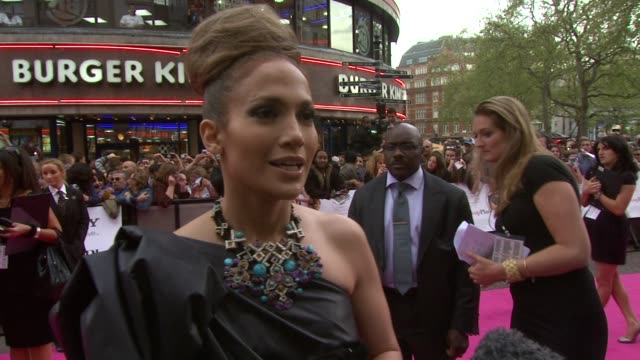 jennifer lopez on the fun and chemistry she had with alex o'loughlin, on how much her character was herself, on how she's never had a back-up plan... - chemistry点の映像素材/bロール