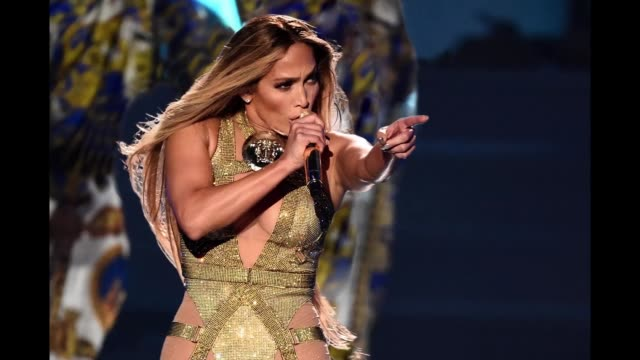 vídeos de stock e filmes b-roll de jennifer lopez performs onstage during the 2018 mtv video music awards at radio city music hall on august 20 2018 in new york city - prémios mtv video music awards