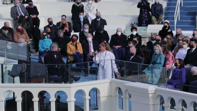 jennifer lopez sings during the inauguration of u.s. president-elect joe biden on the west front of the u.s. capitol on january 20, 2021 in... - ジェニファー・ロペス点の映像素材/bロール