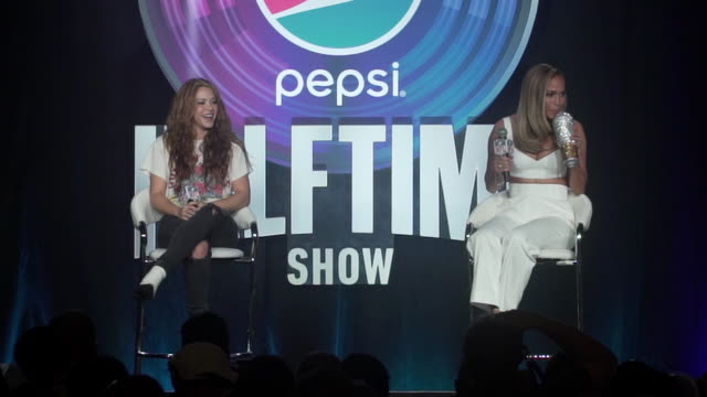 """jennifer lopez with """"bling cup"""" at the pepsi super bowl liv halftime show press conference at hilton miami downtown on january 30, 2020 in miami,... - bling bling stock-videos und b-roll-filmmaterial"""