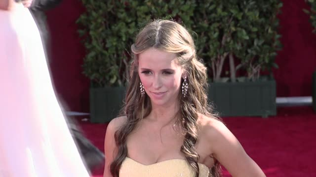 jennifer love hewitt at the 61st annual primetime emmy awards arrivals part 3 at los angeles ca - jennifer love hewitt stock videos & royalty-free footage
