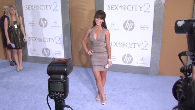 jennifer love hewitt at the 'sex and the city 2' new york premiere arrivals at new york ny - jennifer love hewitt stock videos & royalty-free footage