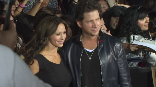 jennifer love hewitt , jamie kennedy at the 'the twilight saga: new moon' premiere at westwood ca. - twilight stock videos & royalty-free footage