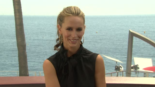 jennifer love hewitt talks about her show and how she got involved, talks about her character at the monte carlo television festival 2009 - day 3 -... - 3日目点の映像素材/bロール
