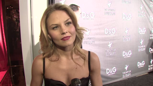 jennifer morrison on why she loves dolce & gabbana, on what she's wearing, on the art of elysium, on what she wants for christmas, and on her plans... - dolce & gabbana点の映像素材/bロール