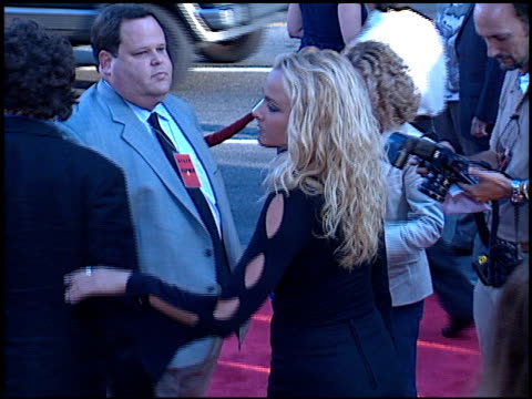 vidéos et rushes de jennifer o'dell at the 'rush hour 2' premiere at grauman's chinese theatre in hollywood, california on july 26, 2001. - rush hour