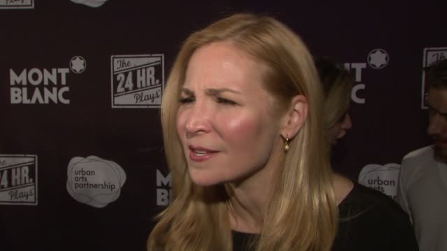 vídeos y material grabado en eventos de stock de interview jennifer westfeldt on why tonight is important on what she loves about this event on supporting arts programs on loving the craziness of... - jennifer westfeldt