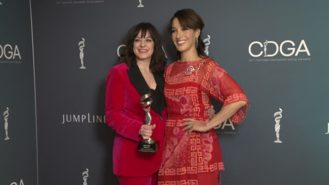 vídeos y material grabado en eventos de stock de jenny eagan and jennifer beals at 22nd cdga at the beverly hilton hotel on january 28, 2020 in beverly hills, california. - the beverly hilton hotel