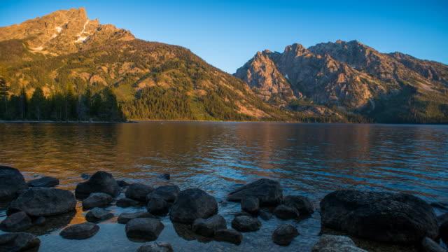 jenny lake sunrise time lapse - grand teton stock-videos und b-roll-filmmaterial
