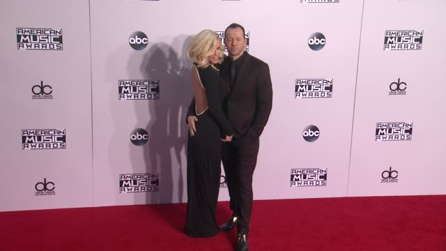 jenny mccarthy and donnie wahlberg at the 2014 american music awards at nokia theatre l.a. live on november 23, 2014 in los angeles, california. - ジェニー・マッカーシー点の映像素材/bロール