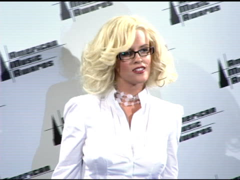 jenny mccarthy at the 2005 american music awards press room at the shrine auditorium in los angeles, california on november 22, 2005. - ジェニー・マッカーシー点の映像素材/bロール