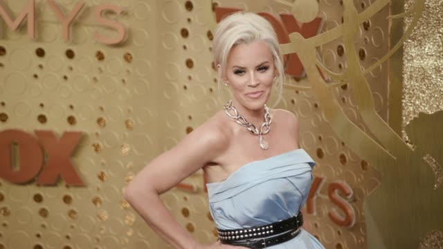 stockvideo's en b-roll-footage met jenny mccarthy at the 71st emmy awards at microsoft theater on september 22, 2019 in los angeles, california. - emmy awards