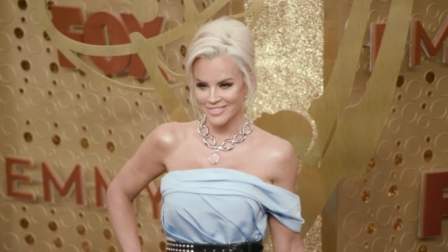 jenny mccarthy at the 71st emmy awards at microsoft theater on september 22, 2019 in los angeles, california. - ジェニー・マッカーシー点の映像素材/bロール