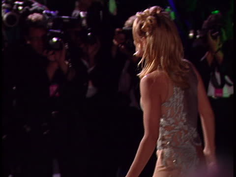 vidéos et rushes de jenny mccarthy at the academy awards 97 at shrine auditorium. - shrine auditorium