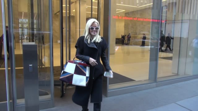 jenny mccarthy from 'dirty, sexy, funny with jenny mccarthy' leaving siriusxm satellite radio at celebrity sightings in new york on november 30, 2015... - ジェニー・マッカーシー点の映像素材/bロール